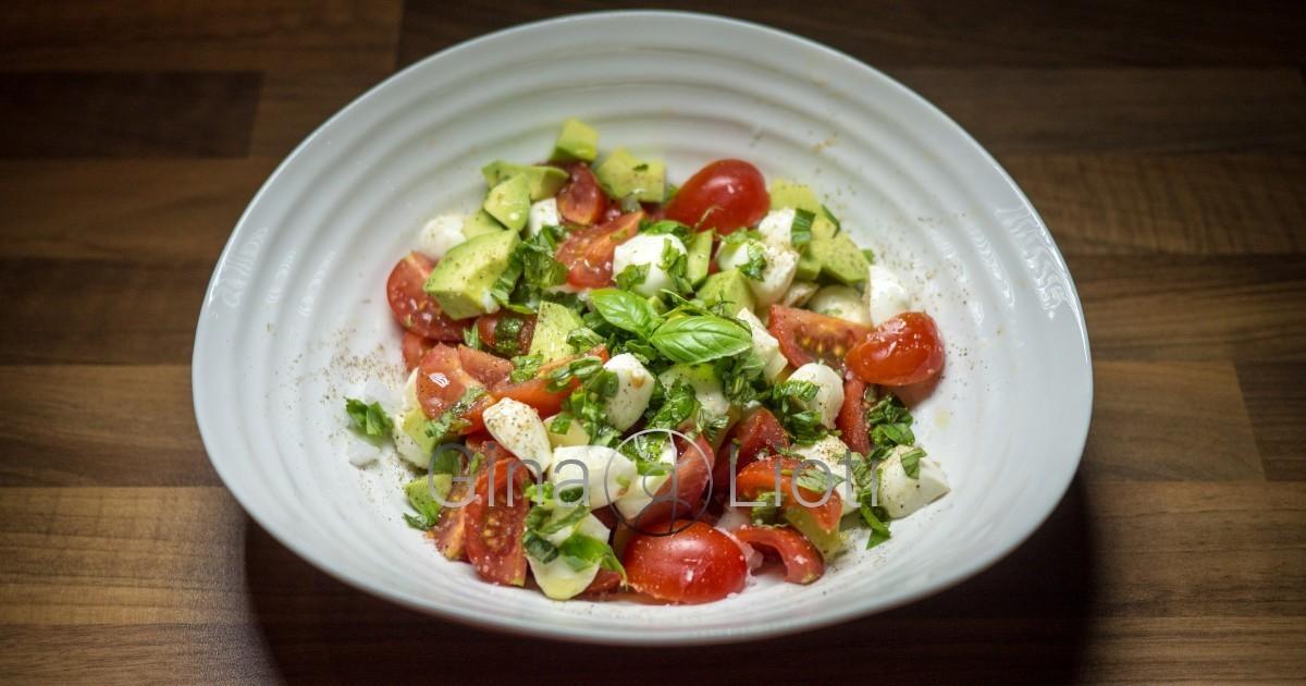 Avocado Caprese salad recipe